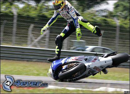 Valentino Rossi, incidente, caduta, motocicletta, gara, ciclista