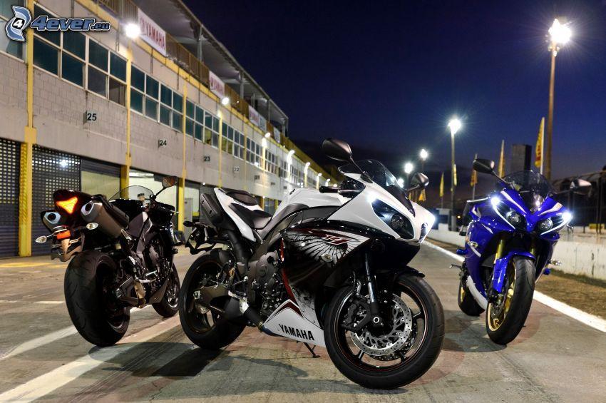 Yamaha YZF-R1, lampioni, notte