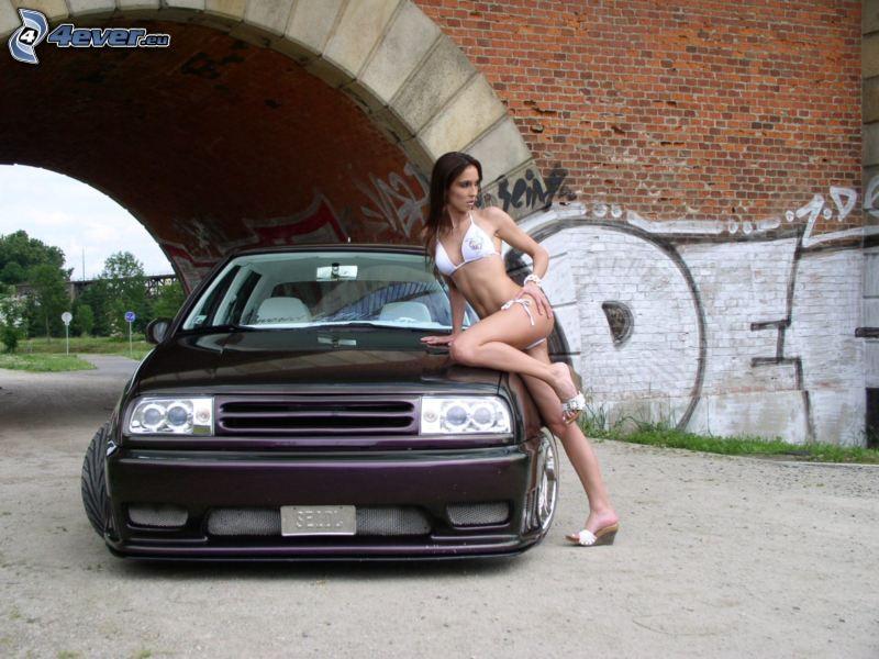 Volkswagen Golf 2, ragazza sexy