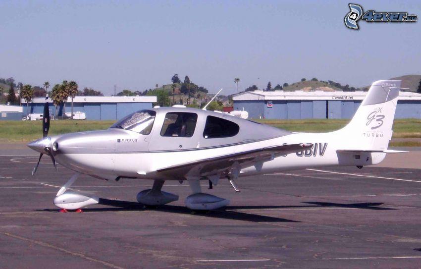 Cirrus SR22, aeroporto