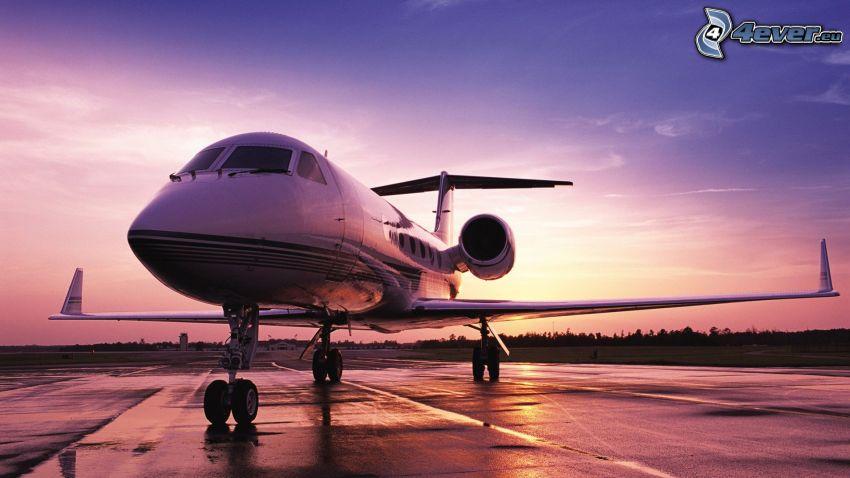 Gulfstream G650, jet privato, cielo di sera