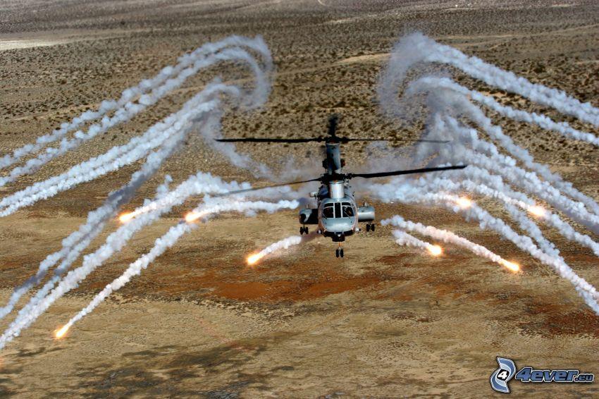 Elicottero militare, deserto, fumo