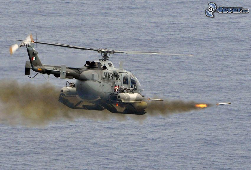 Elicottero militare, fucileria, proiettili, fumo, acqua