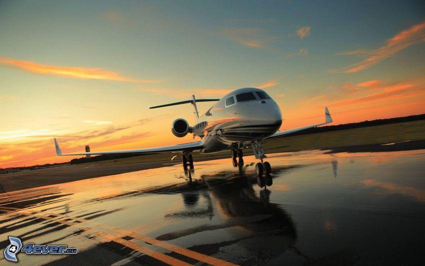 Gulfstream G650, jet privato, serata all'alba