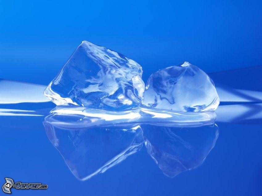 cubi di ghiaccio, acqua
