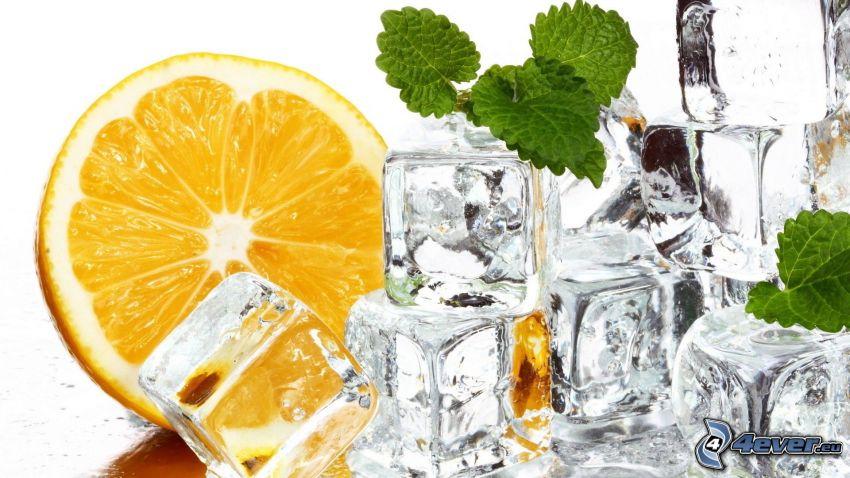cubi di ghiaccio, limone, menta