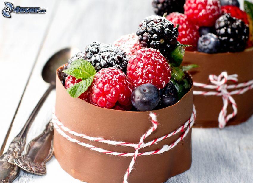 frutta di bosco, cioccolato