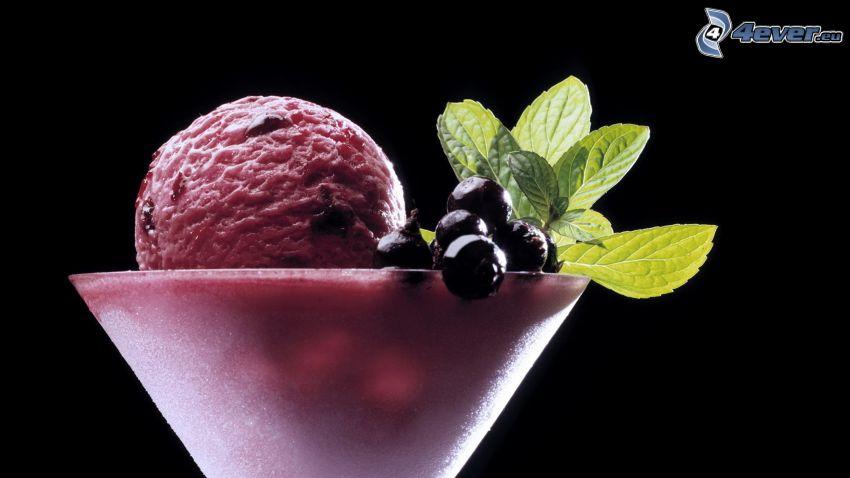 gelato, ribes nero, foglie di menta