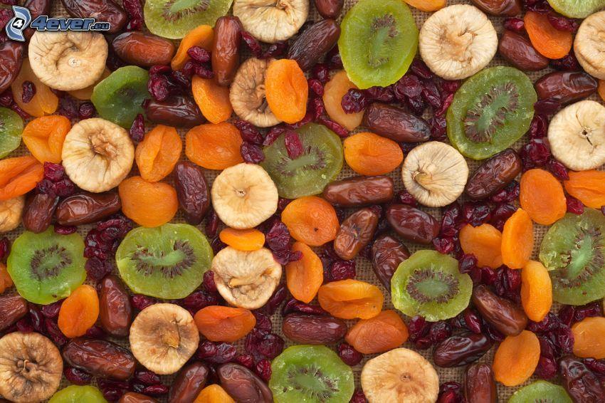 kiwi essiccato, fichi secchi, datteri secchi, albicocche secche