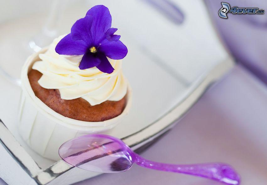 Muffin, fiore azzurro, cucchiaio
