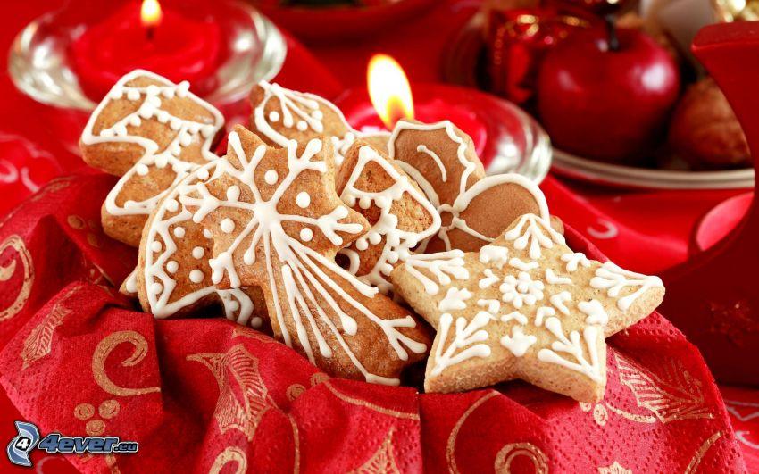 pan di zenzero, stelle, mela rossa, candele