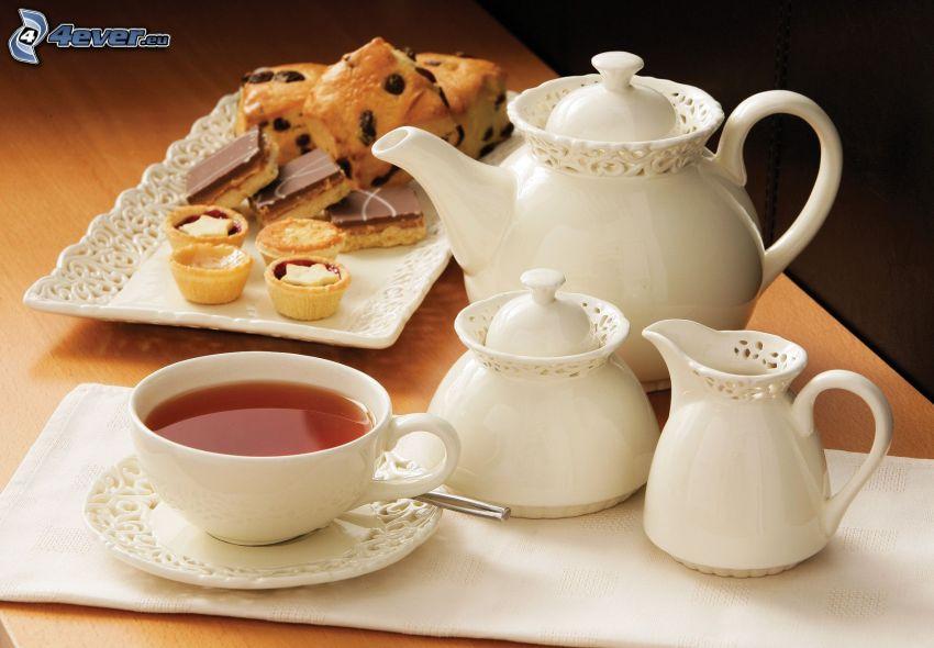 tazza di tè, teiera, dolci