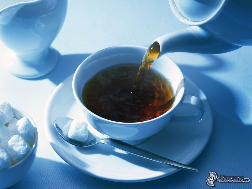 tè, teiera, zucchero in quadretti, cucchiaio