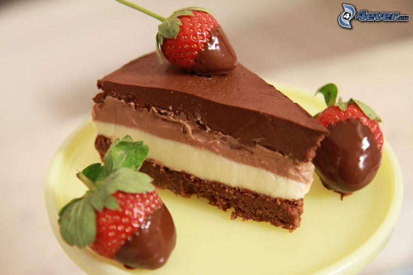 torta al cioccolato, fragole ricoperte di cioccolato