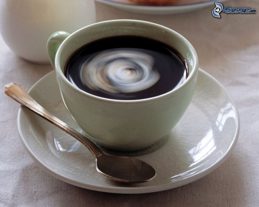una tazza di caffè, cucchiaio