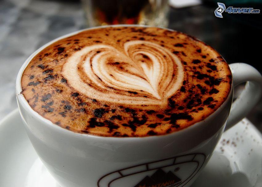 una tazza di caffè, cuore, latte art