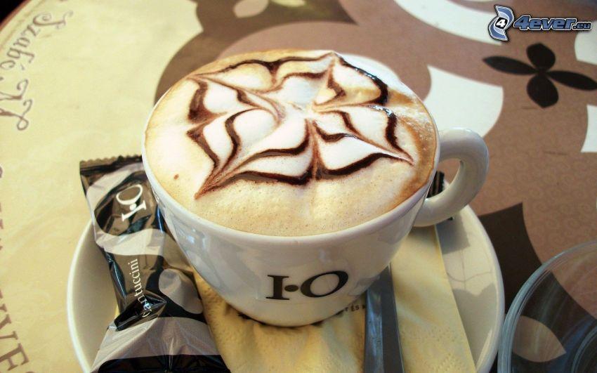 una tazza di caffè, latte art