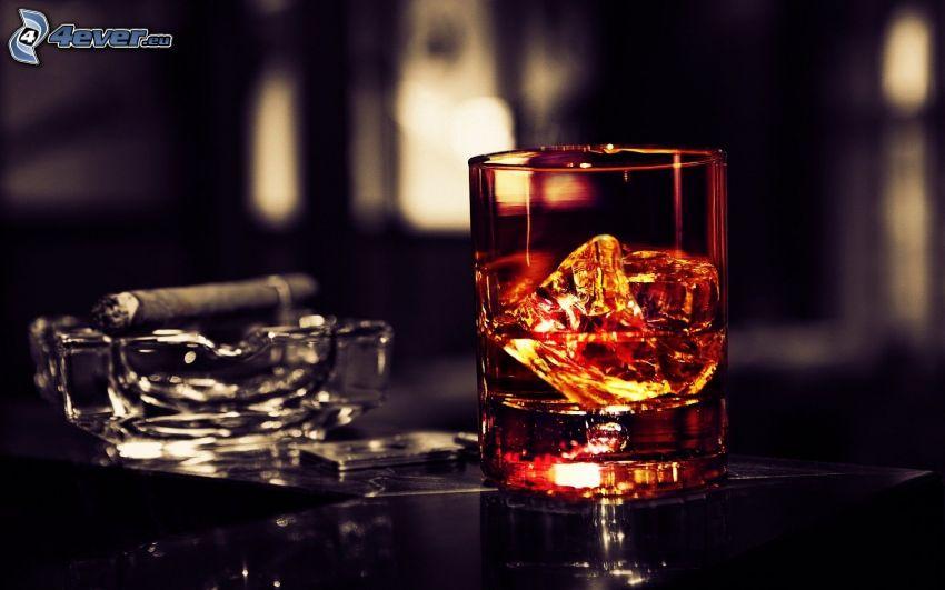 whisky, sigaro, posacenere