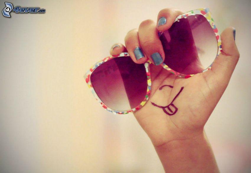 faccina, occhiali da sole, mano