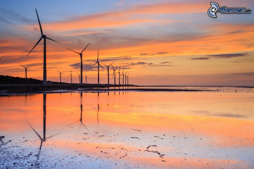 centrale eolica, tramonto