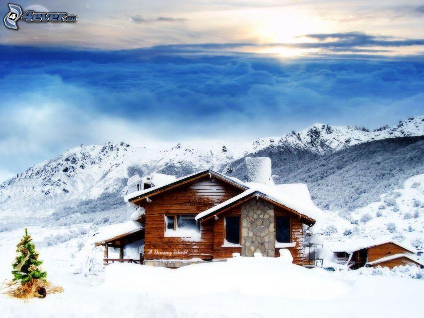 chalet coperto di neve, albero di Natale, inversione termica