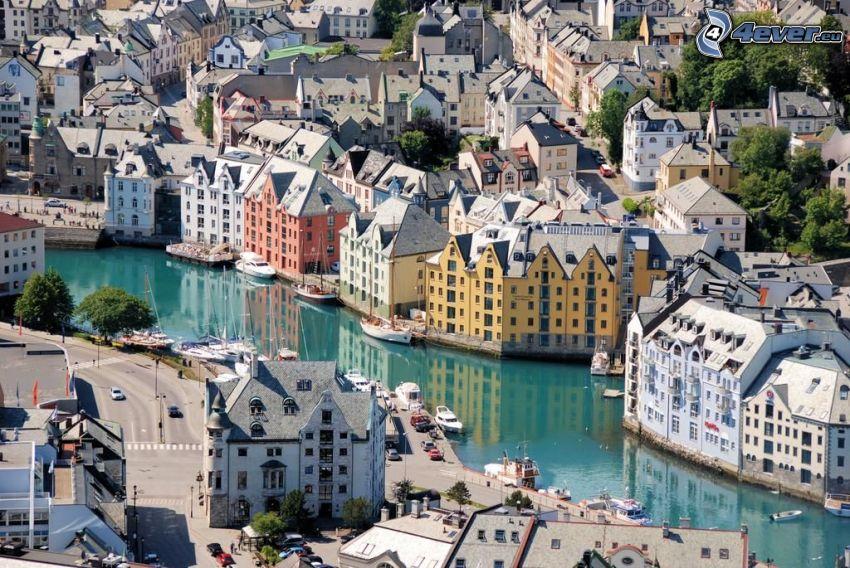 Ålesund, Norvegia, il fiume, case