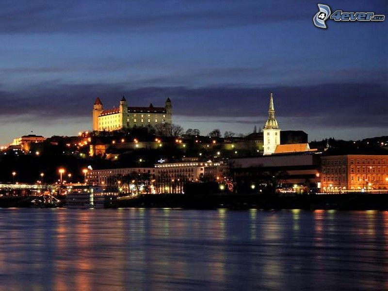 Bratislava di notte, Duomo di San Martino, Castello di Bratislava, Danubio