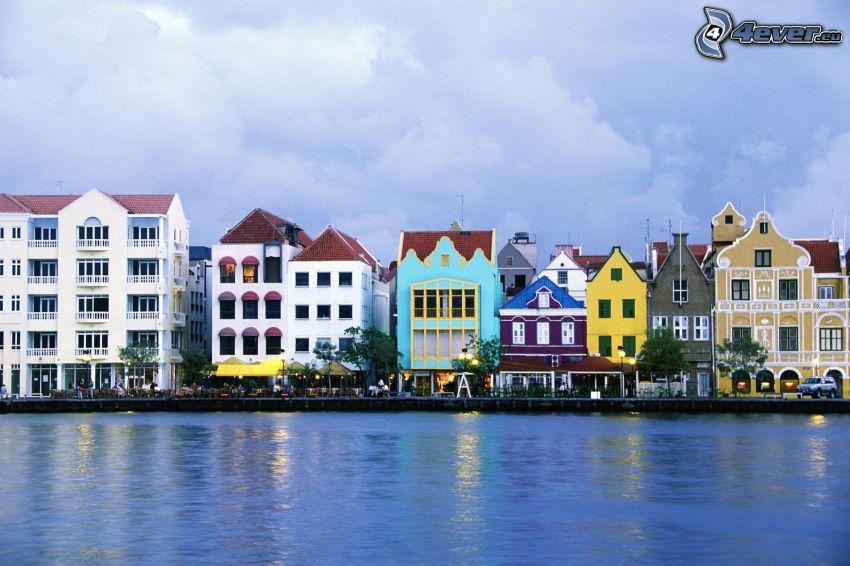 Curaçao, case colorate