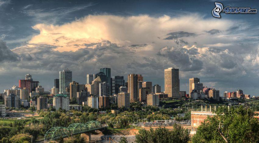 Edmonton, grattacieli, nuvole