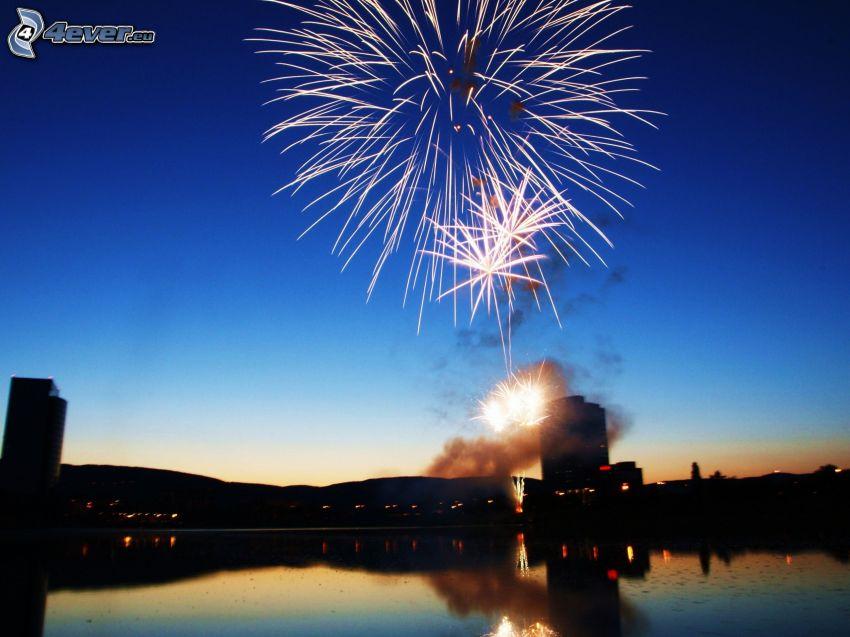 fuochi d'artificio, siluetta di cittá, Kuchajda, Bratislava