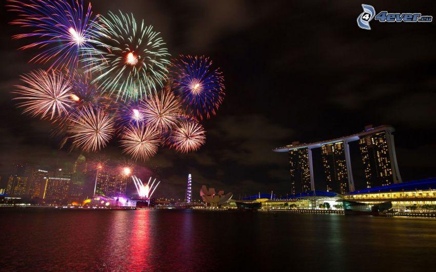 fuochi d'artificio sopra la città, Singapore, città notturno, Marina Bay Sands