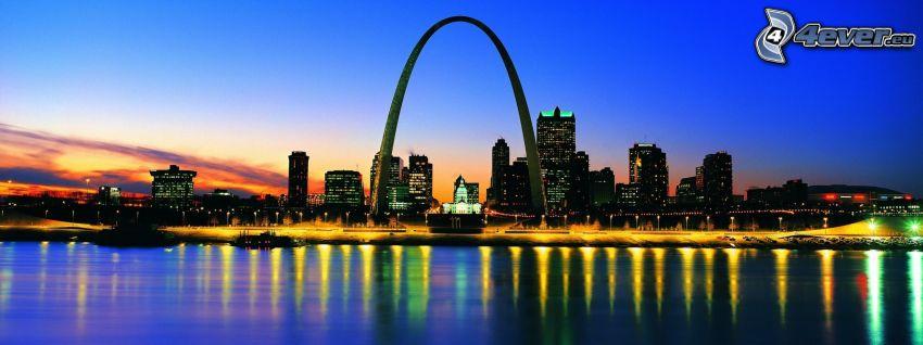 Gateway Arch, St. Louis, città di sera