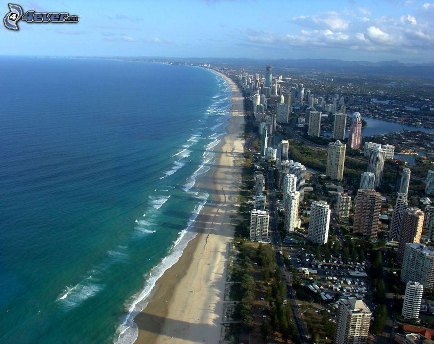 Gold Coast, spiaggia sabbiosa, grattacieli, alto mare