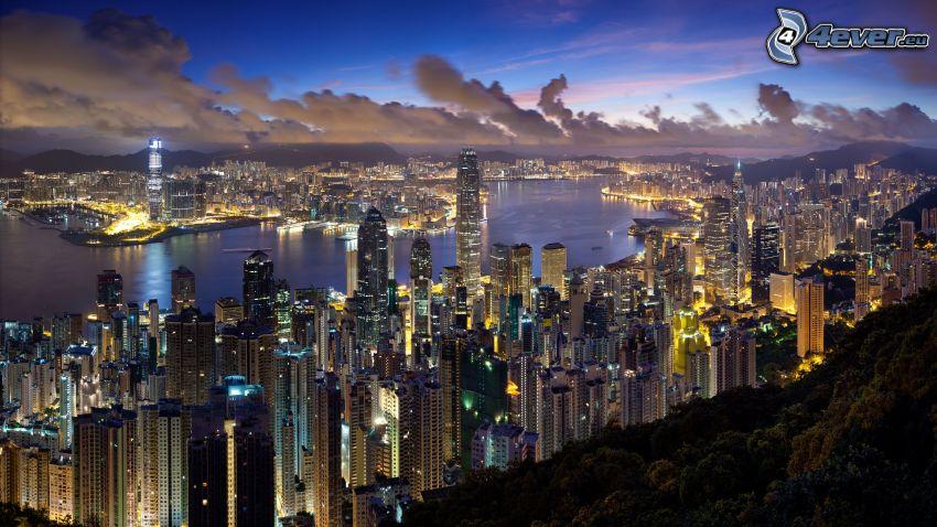 Hong Kong, città di sera