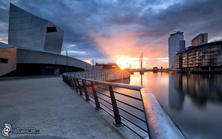 Londra, grattacieli, tramonto in città