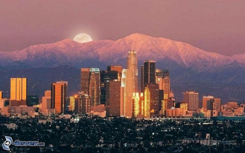 Los Angeles, tramonto, montagne innevate