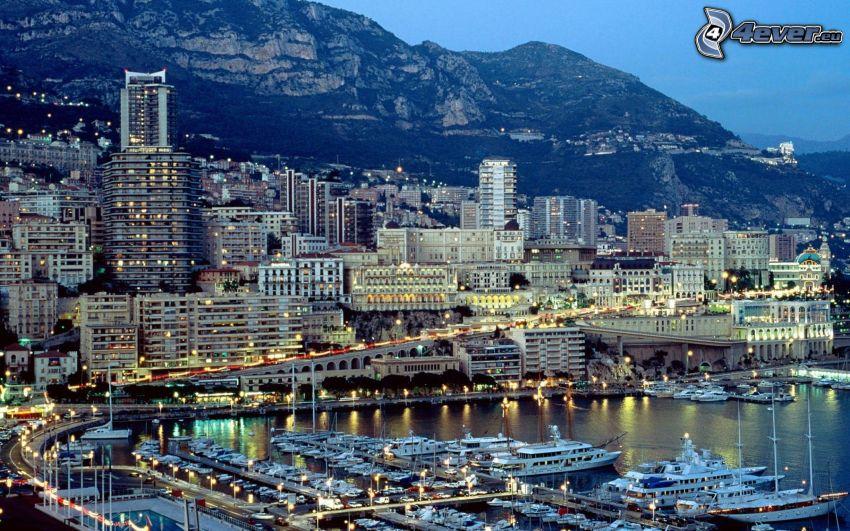 Monaco, porto, navi, case, colline