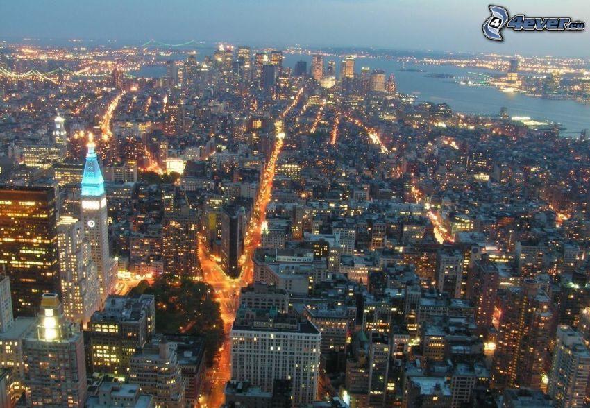 New York durante la notte, vista della città, USA