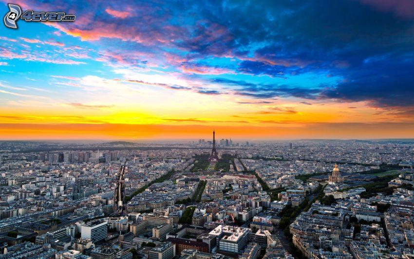 Parigi, Torre Eiffel, L'Hôtel national des Invalides, cielo arancione