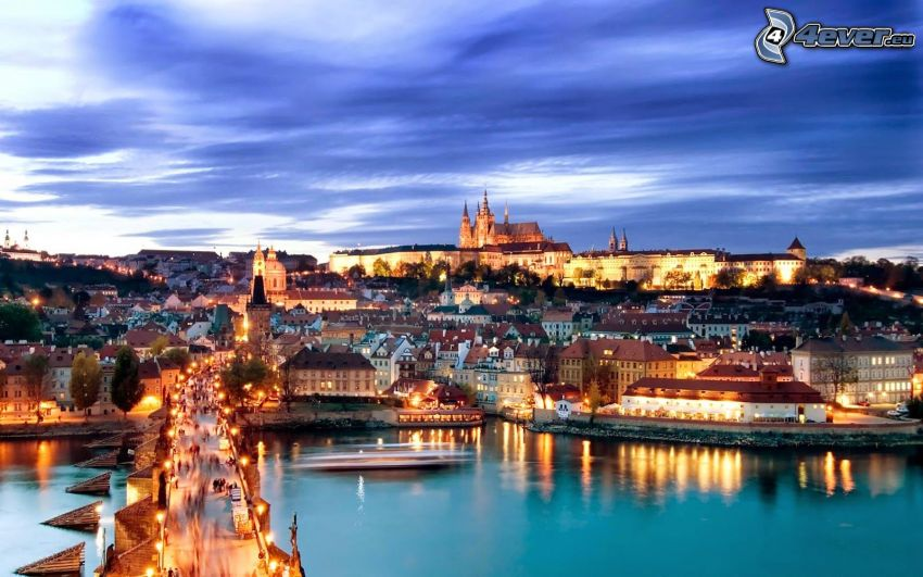 Praga, Castello di Praga, città di sera, Moldava