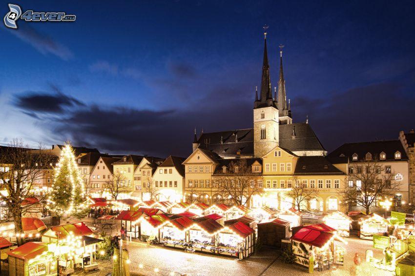 Saalfeld, Mercatino di Natale, chiesa, notte d'inverno in piazza