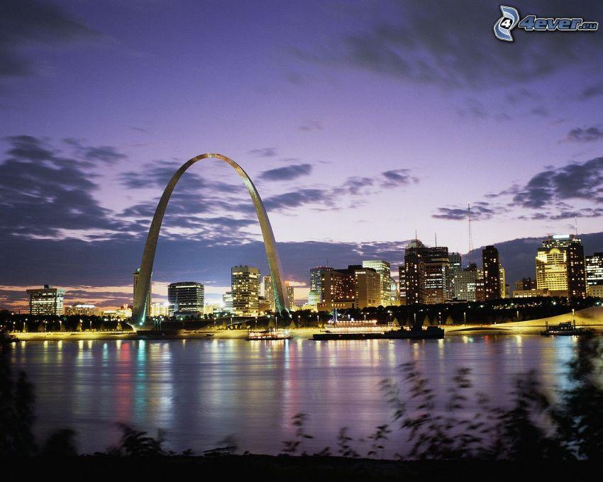 St. Louis, Gateway Arch, città di sera