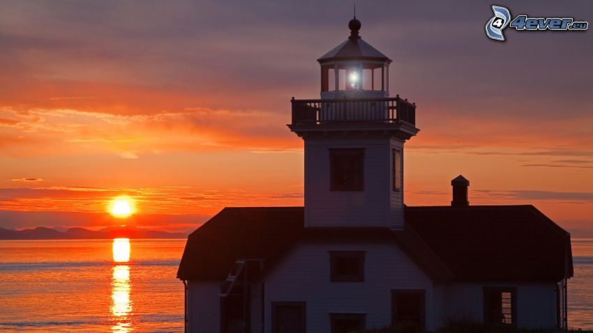 faro al tramonto, mare