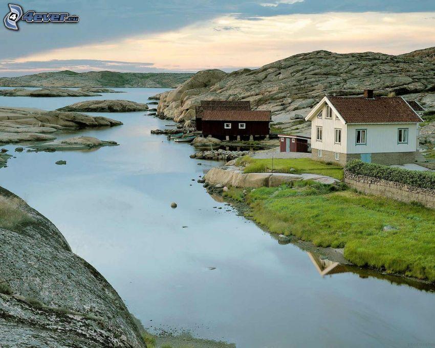 il fiume, case, rocce