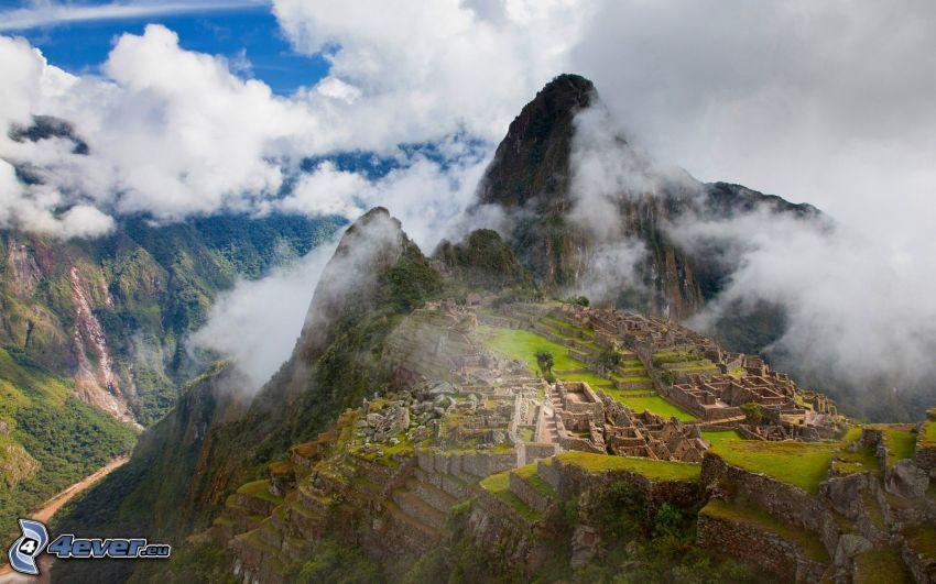 Machu Picchu, Perù, nuvole