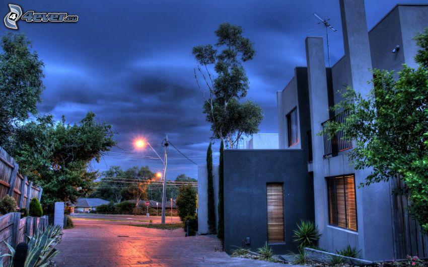 casa di lusso, strada, lampione