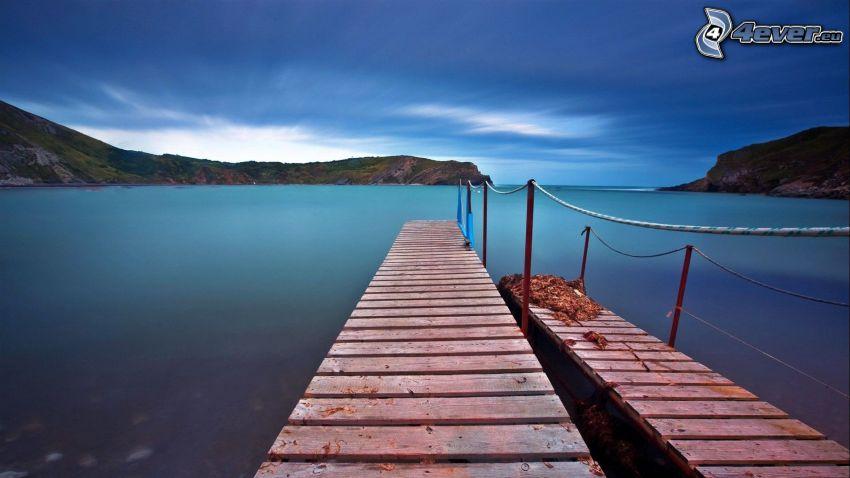 molo di legno, mare, montagna