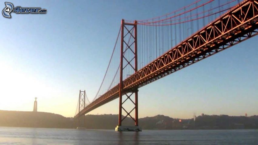 25 de Abril Bridge, croce