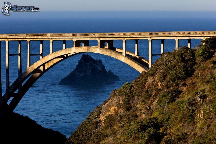 Bixby Bridge, alto mare, isola rocciosa