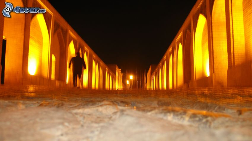 Khaju Bridge, ponte illuminato